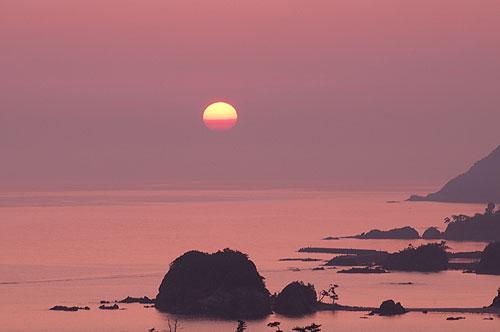 丹後半島から望む日本海の日の出