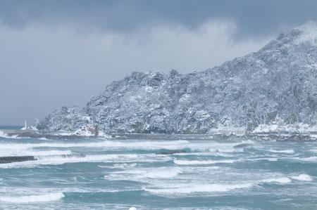荒れる日本海